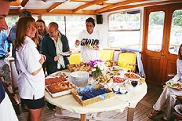 Seafin serves lunch at Buckler