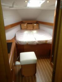 Forward Cabin, dressing table to port, ensuite to sb