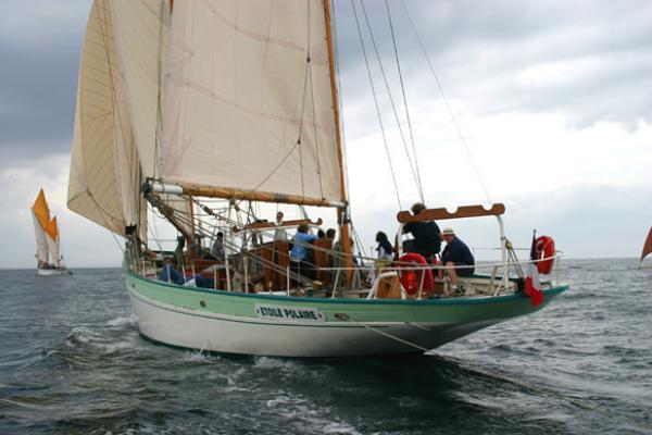 Crewed classic boat 25/33m