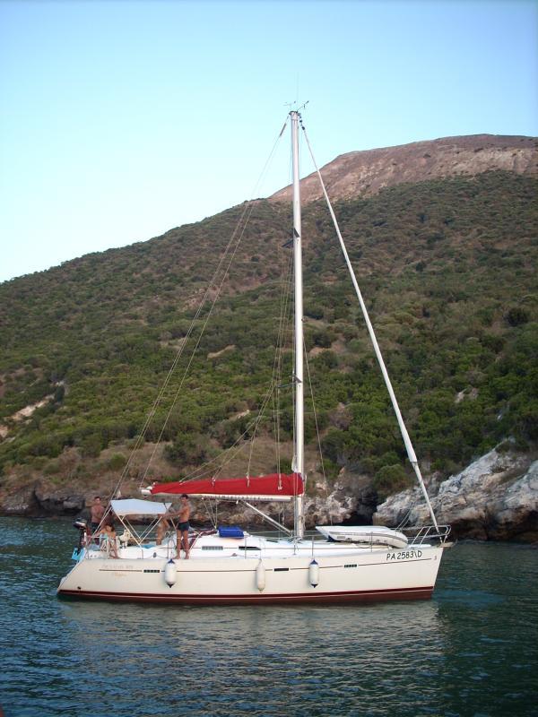 Oceanis Clipper 393 near Vulcano, Sicily